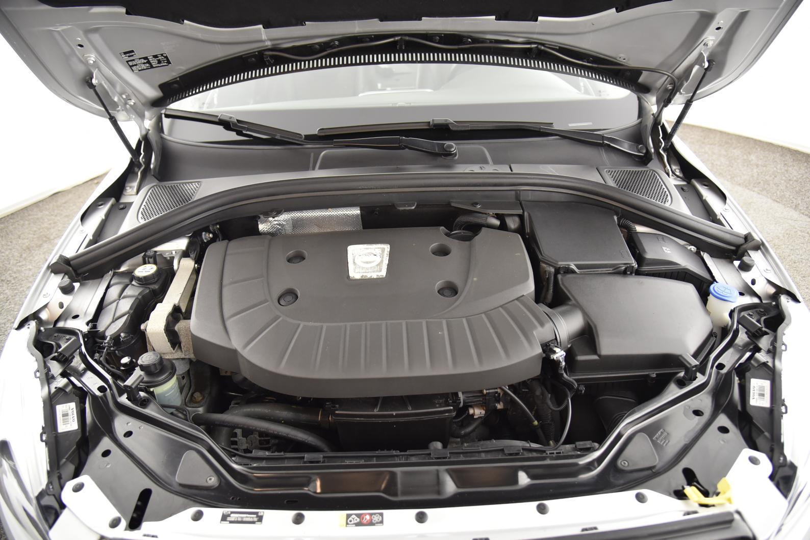 VOLVO XC60 D4 AWD 181 ch S&S Summum