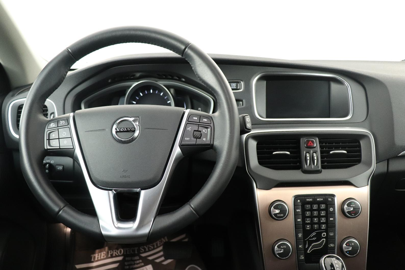 VOLVO V40 CROSS COUNTRY V40 Cross Country T3 152 ch Geartronic 6 Cross Country