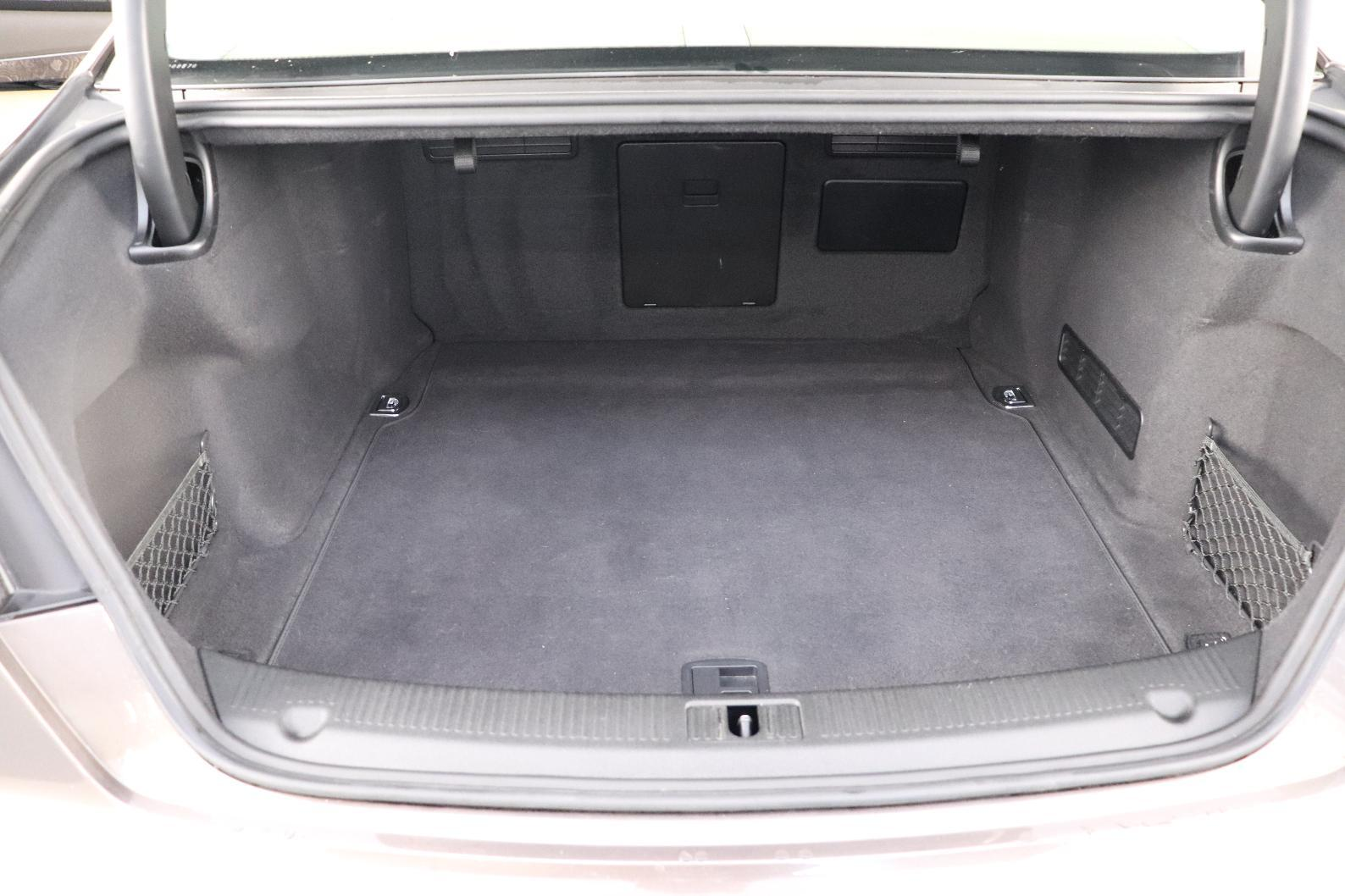 AUDI A8 V6 3.0 TDI 262 DPF Clean Diesel Tiptronic 8 Quattro Avus