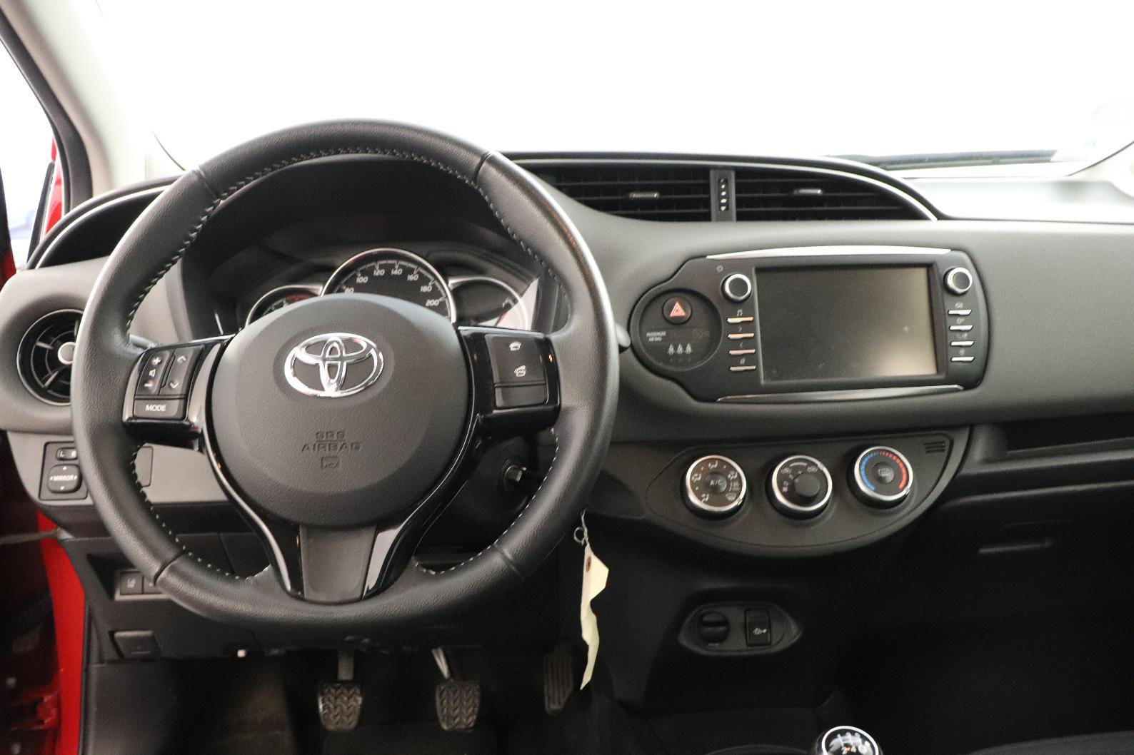 TOYOTA YARIS RC18 Yaris 70 VVT-i Active