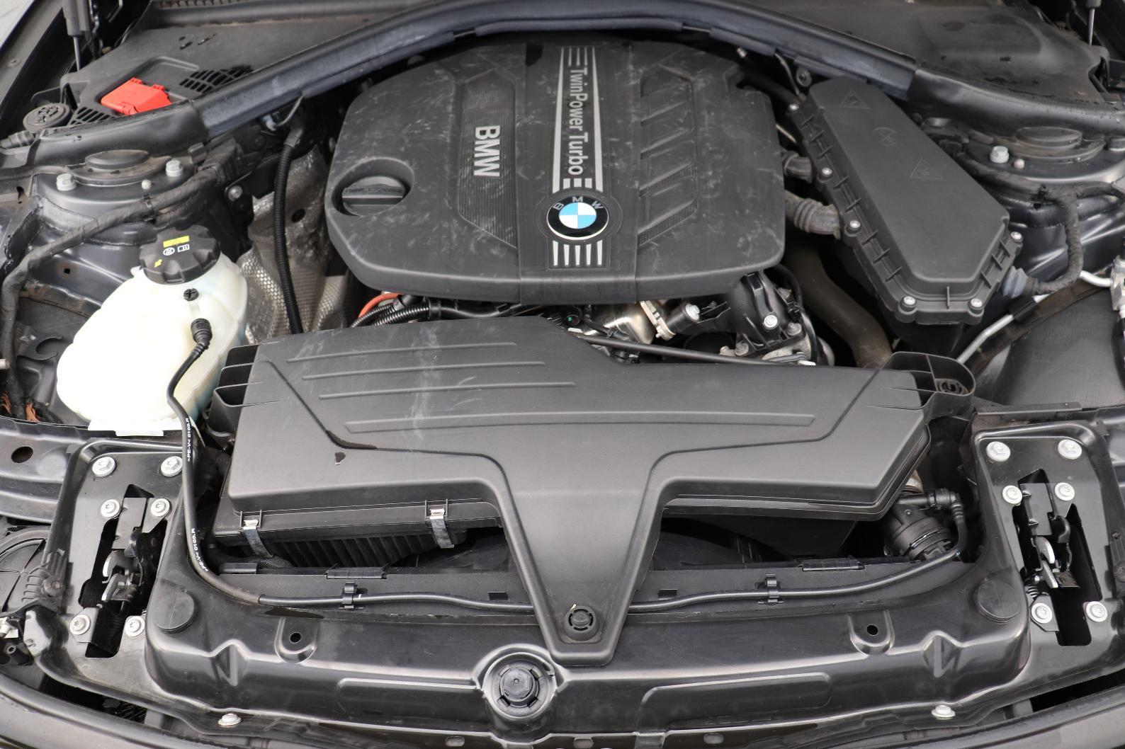 BMW Serie 3 F30 318d 143 ch Modern A