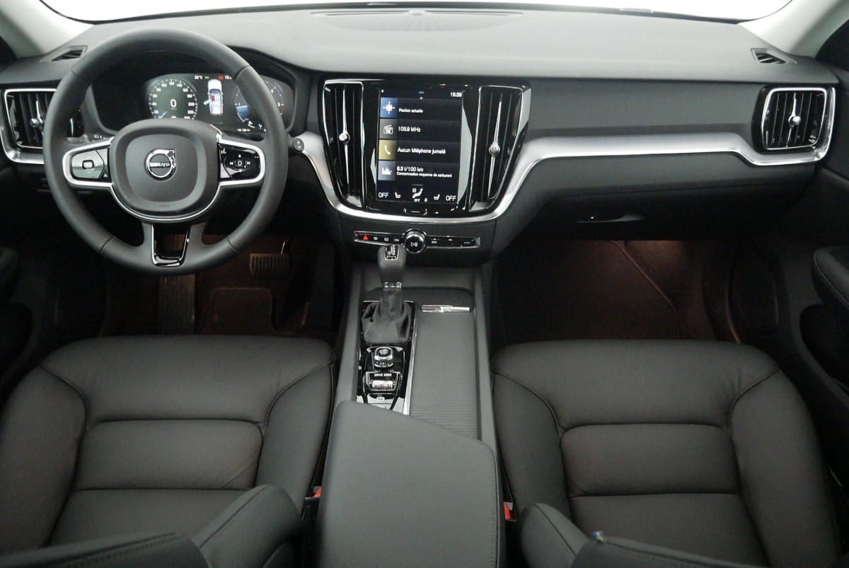 VOLVO V60 NOUVELLE D4 ADBLUE 190 CH GEARTRONIC 8 MOMENTUM