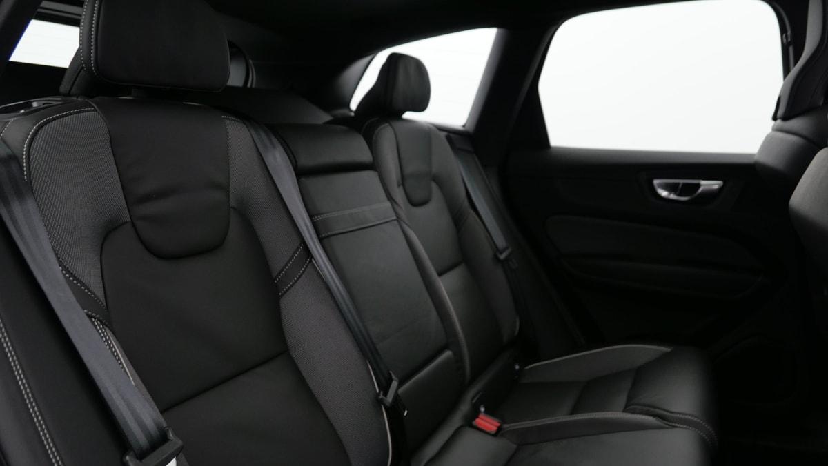 VOLVO XC60 B4 AWD 197 ch Geartronic 8 R-Design